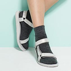 Teva_Collabs_GlamourMag_product